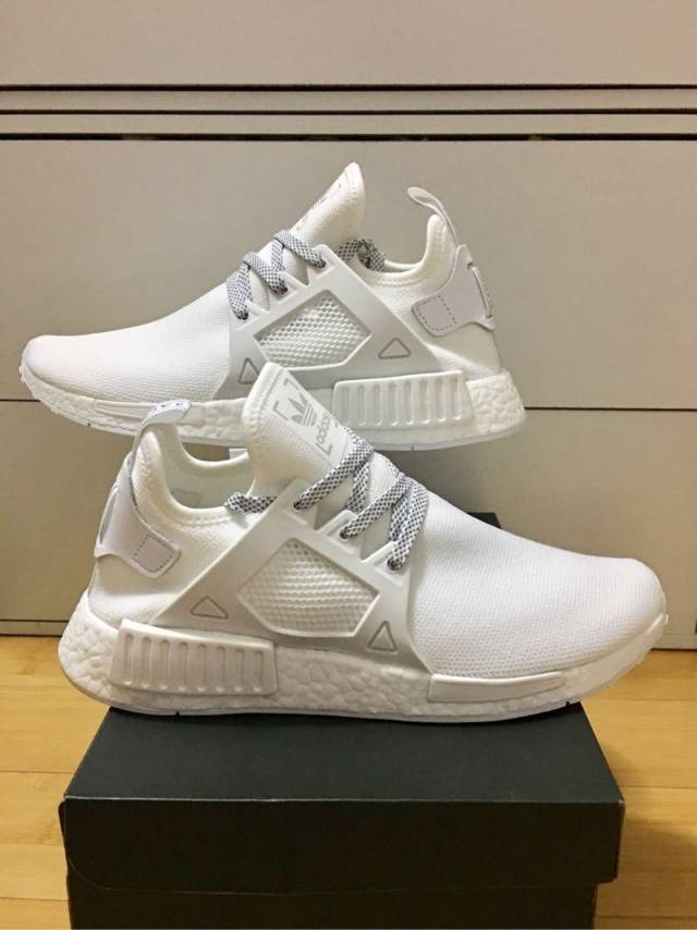 adidas nmd triple white footlocker