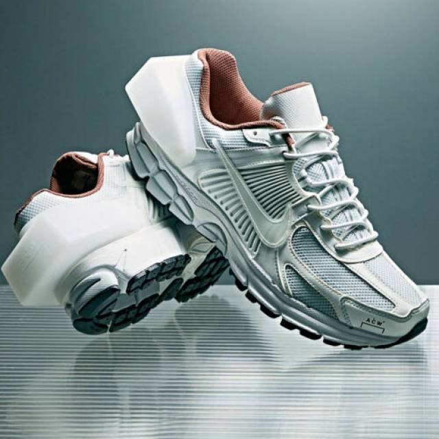 NIKE ZOOM VOMERO 5 x A–COLD–WALL ACW