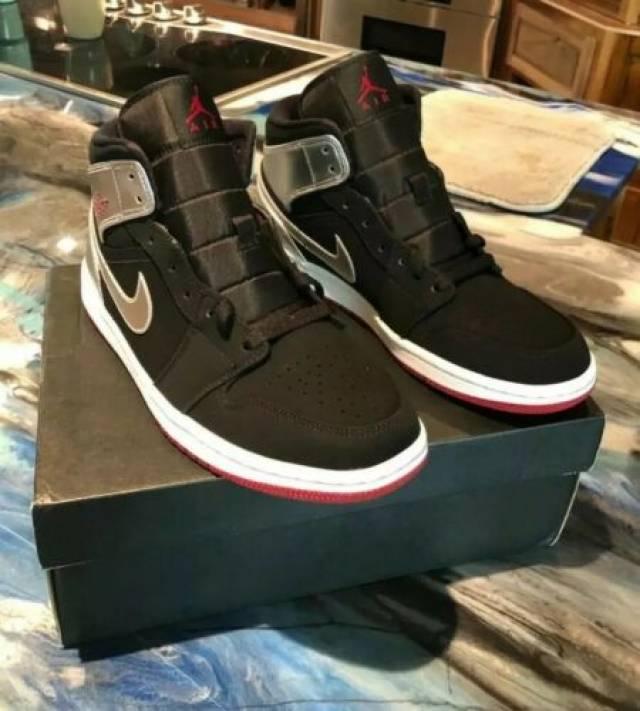 Nike Air Jordan 1 Mid Johnny Kilroy Gym Red Black Silver
