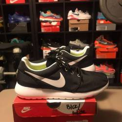 Nike roshe run black with dots...