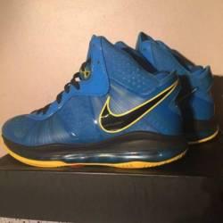 Nike lebron entourage size 9.5...