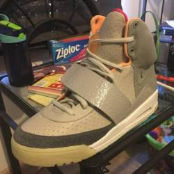 Nike air yezzys