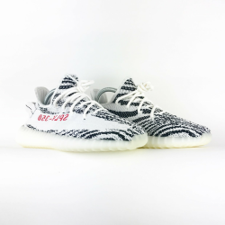 ADIDAS YEEZYS BOOST 350 V2. zebra.size 7 never worn before