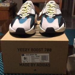 Yeezy boost 700